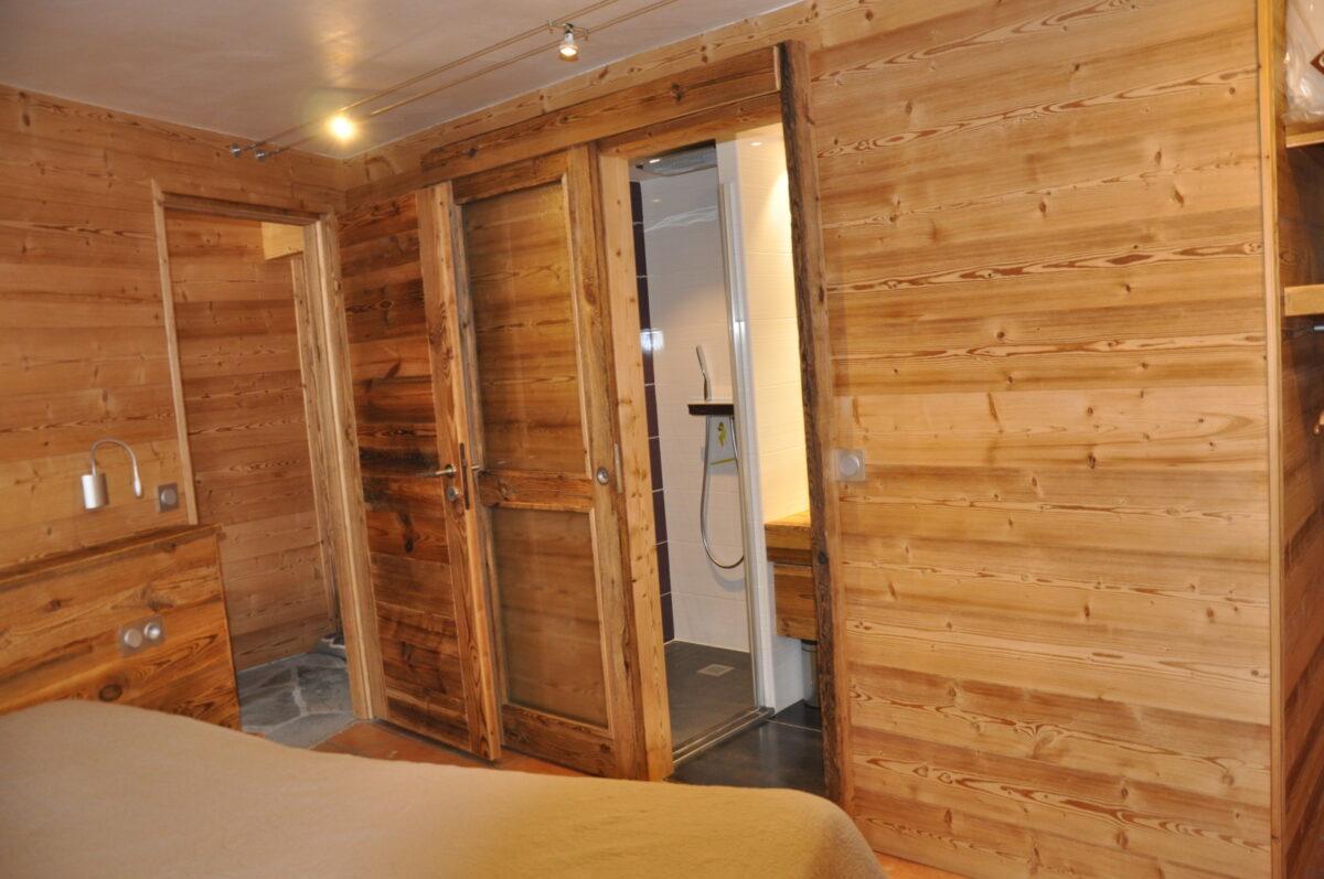 La chambre 1 et sa salle d'eau