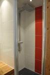 Une cabine de douche