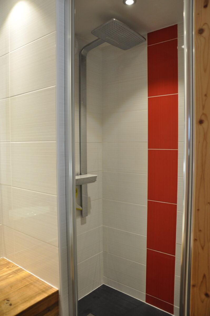 Douche à l'italienne de la chambre 3