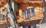 Des balcons de bois