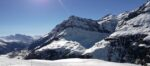 Une montagne enneigée
