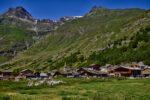 Un village, des montagnes