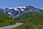 Une route, des montagnes