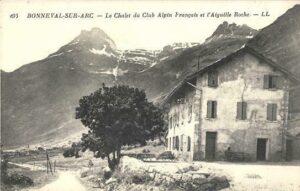 Un vieux chalet, une montagne