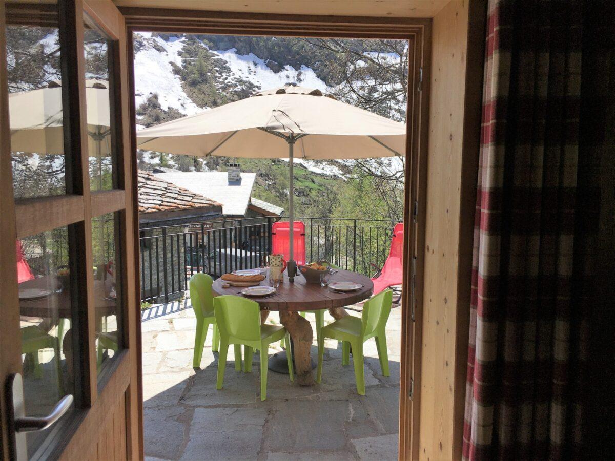 La terrasse sud vue de la cuisine